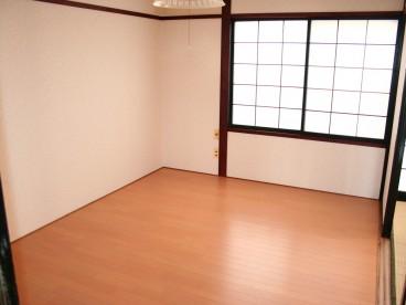 洋室あります。 リビング代わりに使えますね!