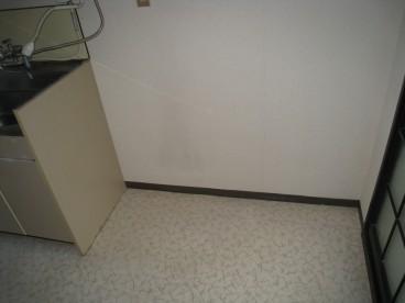 冷蔵庫を台所におく事ができるスペースあります。