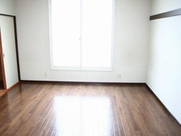 こちらは洋室
