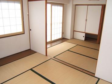 各部屋は和室になっております。