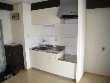 キッチンは室内に合わせたアイボリー系