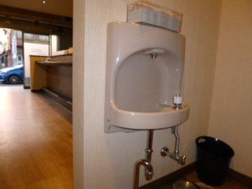 トイレから出てすぐには、手を洗うところもあります^^