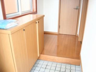 玄関に靴箱も設置されてます。