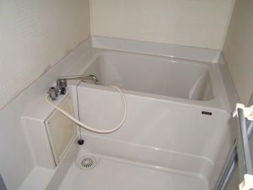 浴室は単独ユニットバスです。