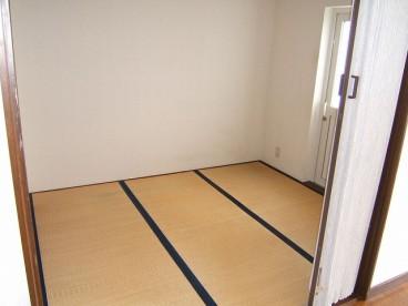 和室です。寝室にちょうど良い大きさ。(※カーペット敷きの部屋もあります。)