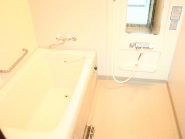 浴室は単独ユニットバス。