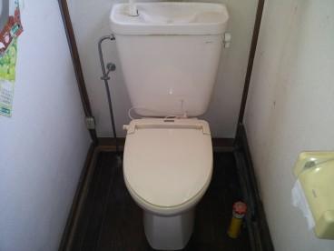 トイレは腰に優しい洋式トイレです。