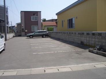 若党町さんご荘駐車場の外観