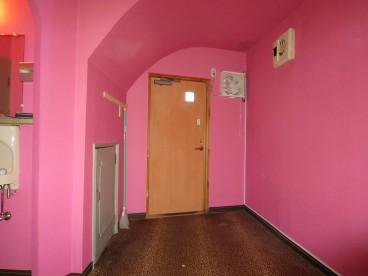 ピンクの内装がカワイイお店です。