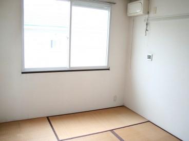 畳の部屋もあります。 寝室へどうぞ。
