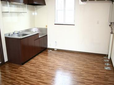 キッチンはちょっと広めですね。