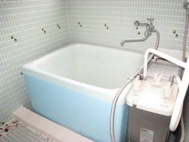 浴室は単独式です。