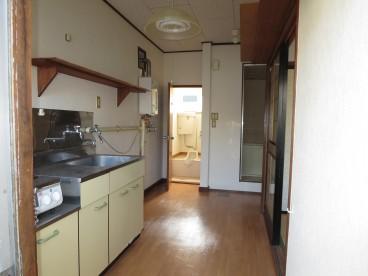 台所は動線が一本で使いやすいですよ。