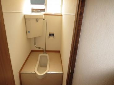 トイレも単独式です。