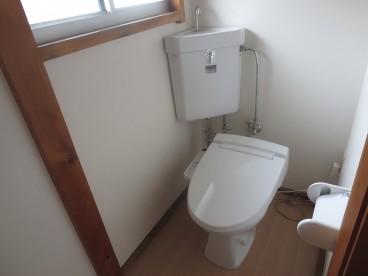 トイレは単独式 洋式トイレになります。ウォシュレット付