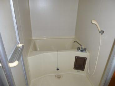 お風呂は掃除のしやすいユニットバスです☆