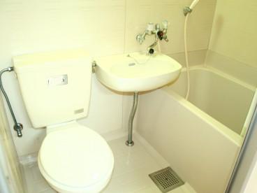 浴室、トイレは3点ユニットです。