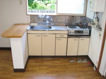 台所には広い窓がついてます。明るい環境で調理ができます。