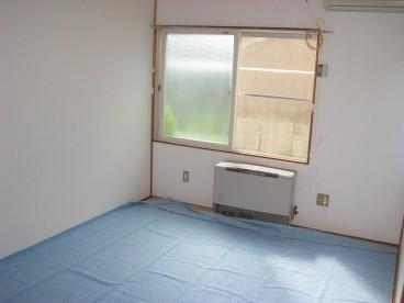 和室です。(写真は畳の日焼け防止の為、絨毯をしいています。)
