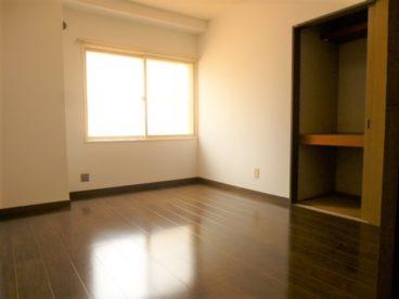 収納もバッチリの洋室です。