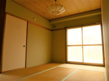 温もりのある和室のお部屋も一部屋ありますよ。