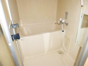 お風呂は単独ユニットバスになっております!