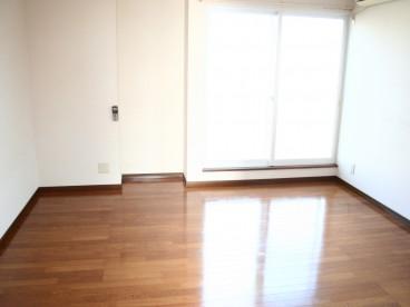 お部屋はフローリングです。 比較的きれいですよ~