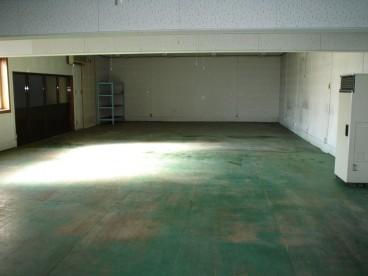 こちらの倉庫内部写真です。いろいろ利用できそうですね。