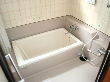 お風呂は広々使えますよ^^