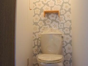 こんなにおっしゃれな壁紙だとトイレにずっといたくなりますね(笑)