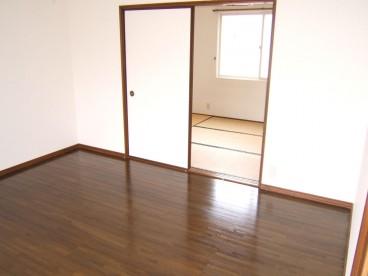 和室のお部屋もございます。