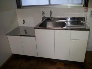白を基調としたキッチンですね。