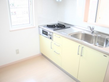 黄色を基調としたキッチンです^^