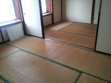 座ったときにつめたくないのが和室のいいところですよね^^