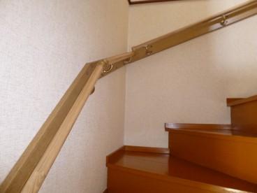 階段には手すりがついているので安心ですねー!