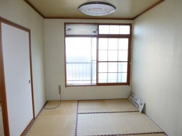 大きい窓が嬉しい南向きのお部屋です^^