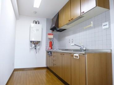 キッチンは広くて使いやすそうです^^