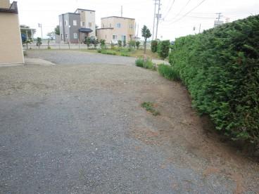 広いお庭があります。駐車場も複数置けますね(駐車場複数台は要相談)