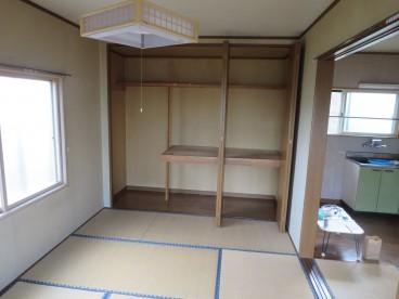 クローゼット付のお部屋です。寝室、プライベートルームにいいかもしれませんね!