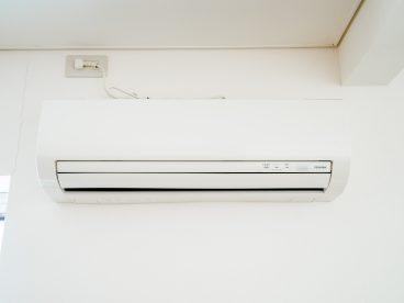 夏と洗濯物の味方。エアコンです。これがあると夏はアパートから出たくなくなるかも(^^;)