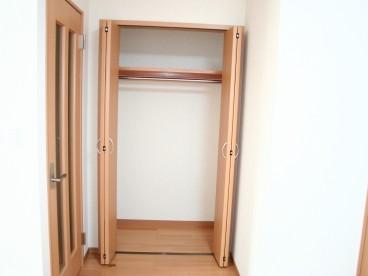 収納クローゼットもしっかり完備。あるとないとではお部屋の整理整に違いが出てきます