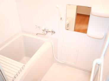 浴室は単独ユニットバス。ゆっくり仕事の疲れをいやせますね