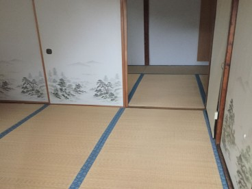 二間続きのお部屋なので広く使えます。ふすまを外して巨大リビングとして使用するのも快適ですね