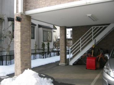 駐車場は屋根付き! 雪の苦労を軽減できます!