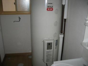 電気温水器でお湯を作ります。深夜電力を使用するので、その分、お得。