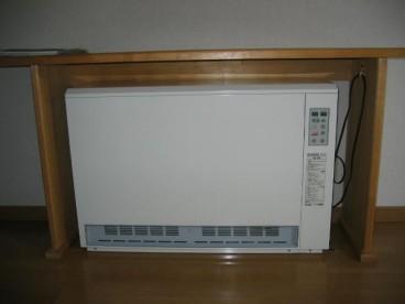 蓄熱式暖房です。 深夜電力で経済的ですね!