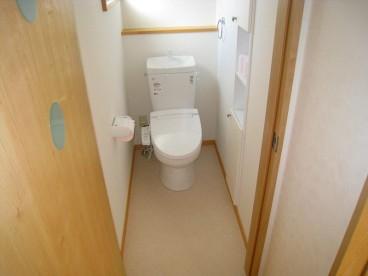 トイレは1階、2階についてます。夜わざわざ1階に下りずにすみます。