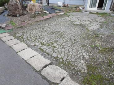 駐車場2台可能なお庭です。 ご家族暮らしも安心