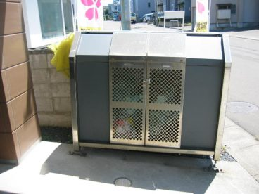 ゴミ箱が敷地内にありますので、ゴミ出しがらくらく
