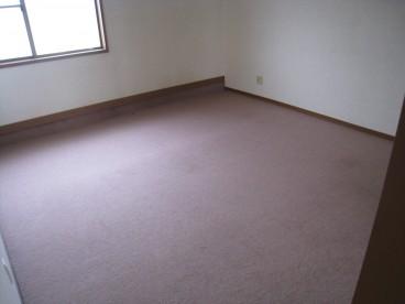 事務所スペースや従業員休憩所スペースに使える小部屋あります